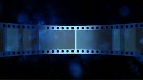 与移动的影片小条的抽象蓝色行动背景 向量例证