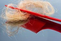 与头发的发刷 库存图片