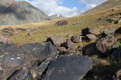 与刻在岩石上的文字的石头 免版税库存图片