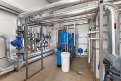 与水处理系统的现代泵站在工业 免版税库存图片