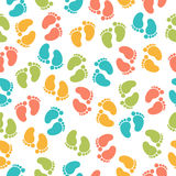 与婴孩脚印的无缝的样式 库存图片