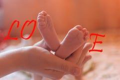 与婴孩行程的字爱 库存图片
