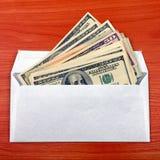 与货币的信包 免版税库存照片