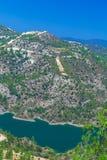 与水库,塞浦路斯的Kouris水坝 免版税图库摄影