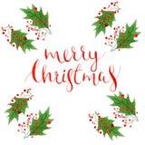 与水彩在白色背景和红色莓果的圣诞快乐文本隔绝的霍莉叶子,手画xmas 免版税库存图片