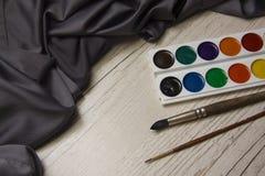 与水彩的丝绸布 免版税库存照片