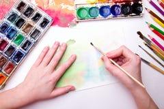 与水彩的刷子 免版税图库摄影