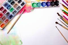 与水彩的刷子 免版税库存图片