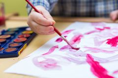 与水彩的小儿童绘画 免版税图库摄影