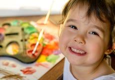 与水彩的小女孩绘画 库存图片