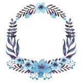 与水彩蓝色花和黑暗的叶子的花圈 图库摄影