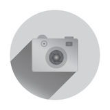 与阴影的减速火箭的照相机象,平的设计 免版税图库摄影