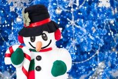 与幻想蓝色闪烁圣诞节的雪人 库存照片
