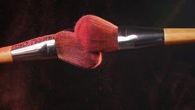 与2把秀丽刷子的桃红色粉末爆炸 股票录像