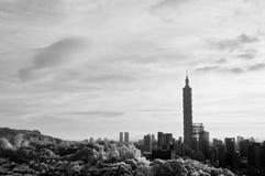与101摩天大楼的都市风景 免版税库存照片