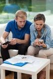 与财政问题的已婚夫妇 免版税库存照片
