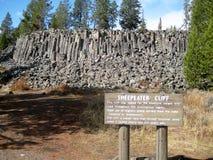 与说明标志的Sheepeater峭壁 免版税库存图片
