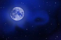 与满月、星和银河的明亮的夜空 库存照片