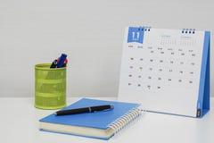 与11月日历,笔记本和固定式的业务会议 库存照片