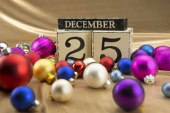 与12月的25日圣诞节日历在木块 免版税图库摄影