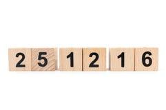 与2016年12月25日的木块日历 免版税库存照片