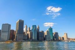 与结束哈得逊河的曼哈顿地平线 免版税库存图片