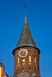 与翻板的尖沙咀钟楼在大教堂在加里宁格勒 库存图片