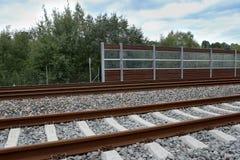 与阻止墙壁的噪声的铁路 库存照片
