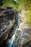 与水池的瀑布在热带密林, Na Muang, 库存照片