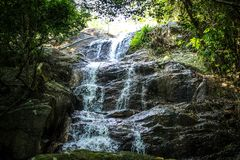 与水池的瀑布在热带密林, Na Muang, 图库摄影