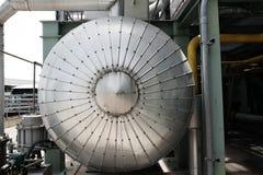 与绝热的蒸汽管道系统在锅炉 图库摄影