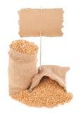 与价牌的麦子五谷 免版税库存图片