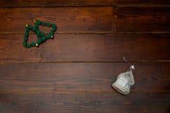 与玻璃房子的圣诞树 库存图片