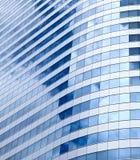 与玻璃样式的现代办公楼 免版税库存图片
