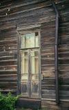 与玻璃的木门在老房子里 免版税库存照片