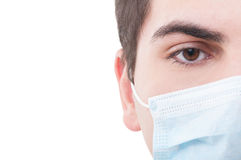 与医生的右眼睛的特写镜头 免版税库存照片