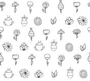 与黑白乱画花的无缝的时髦的纹理 免版税图库摄影