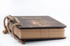 与绳索的古色古香的纸笔记 图库摄影