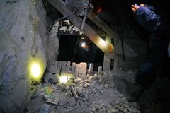 与绳索的基本的木推力在塞罗里科矿 免版税库存图片