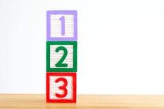 与123的字母表块 免版税库存照片