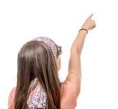与他的手指的青春期前的女孩展示 库存图片