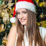 与黑眼睛的年轻滑稽的美好的时装模特儿,棕色头发a 库存照片
