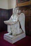 与洗礼盘的天使 免版税图库摄影