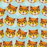 与滑稽的逗人喜爱的动物面孔的猫无缝的样式在一蓝色backg 免版税库存图片