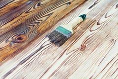 与画笔的绘的自然木头 库存图片