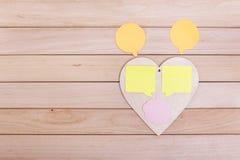 与贴纸的心脏在木板 库存图片