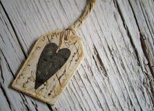 与麻线的土气心脏标记 库存照片