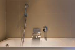 与浴缸的准备好开阔水域 免版税库存照片
