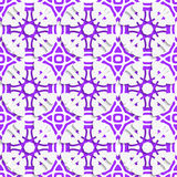 与紫罗兰色无缝的几何装饰品 免版税图库摄影