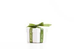 与绿色丝带的礼物 免版税库存照片